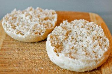 Muffin anglais rompu à la fourchette