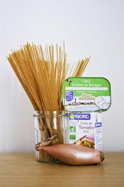 Spaghetti with Crushed Sardine and Tomato Sauce