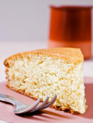 *LA* recette du gâteau au yaourt incontournable, à décliner de toutes les façons possibles, super à faire avec les enfants !