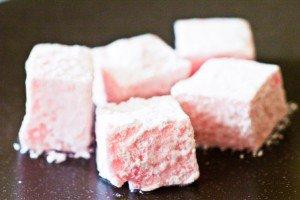 Guimauves faciles à la rose et au chocolat