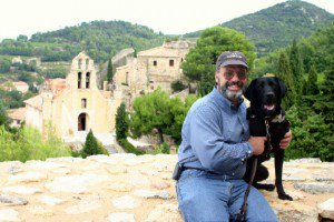 David E. Price et son chien-guide Plymouth à Gigondas