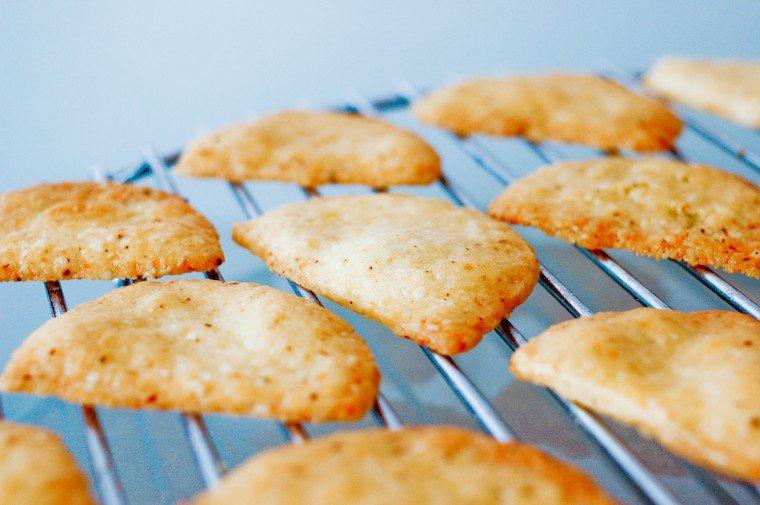 Des crackers au fromage faciles à faire, et délicieusement croustillants !