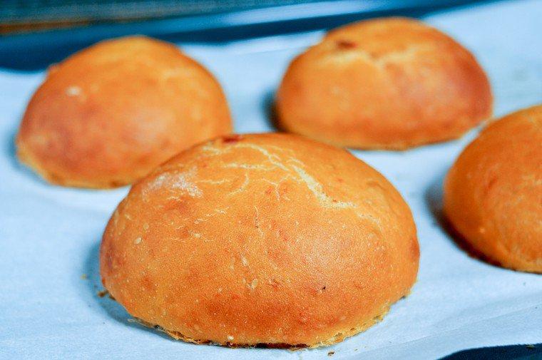 Petits pains à la tomate pour hamburger Recette