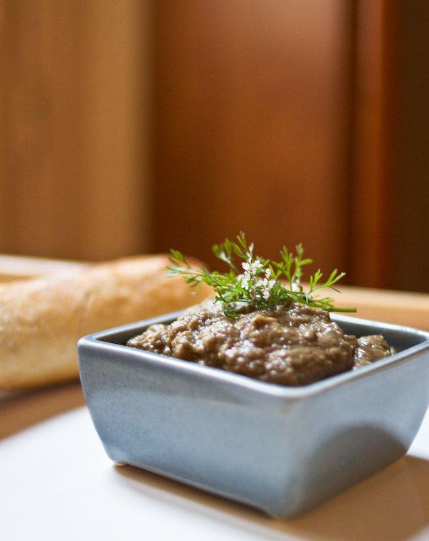 Faire un caviar d'aubergine avec de la cannelle.