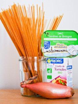 Spaghetti à la tomate et sardine écrasée