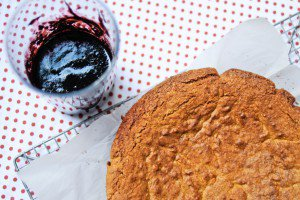 Gâteau aux amandes, coulis de myrtille