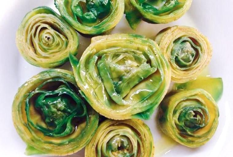 Rosaces d'artichaut à l'huile d'olive servies à L'Arpège et partagée sur le compte twitter feed d'Alain Passard.