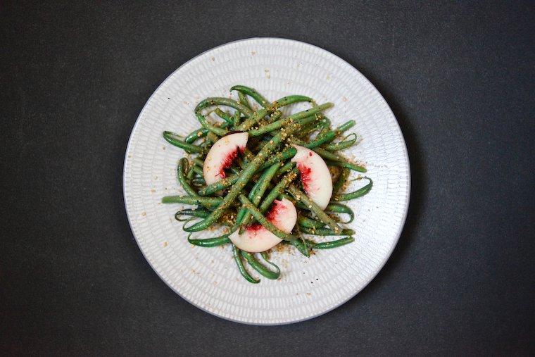 Salade de haricots verts et nectarines, gomasio au piment Recette