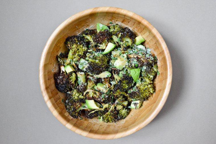 Salade de broccoli roussi à l'avocat