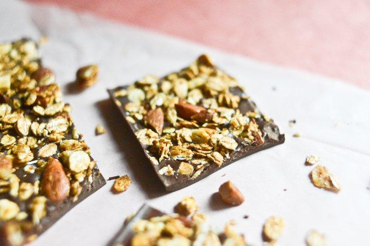 Chocolat au couteau, granola à la cannelle