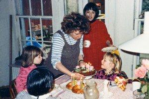 Laurie Colwin fêtant les quatre ans de sa fille Rosa en 1988.