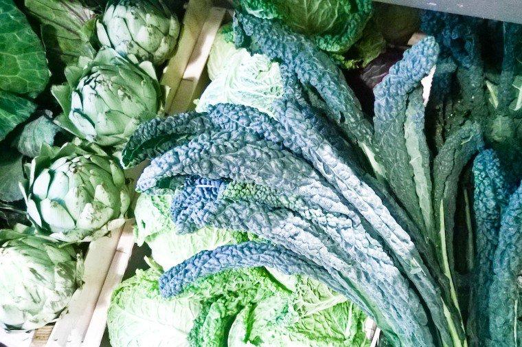 """Kale """"dinosaure"""" (kale lacinato ou cavolo nero), trouvé chez Terroir d'Avenir."""