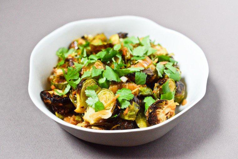 Choux de Bruxelles rôtis, gingembre et kimchi Recette