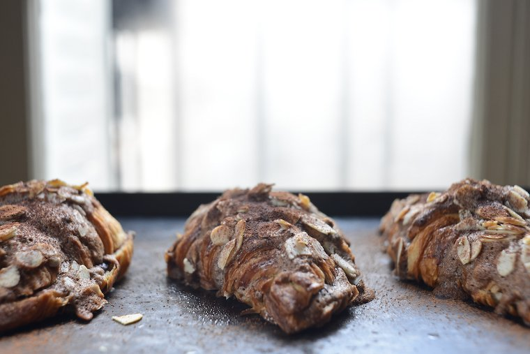 Croissants aux amandes : la version chocolat !