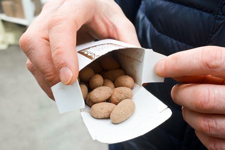 Fèves enrobées de cacao Rrraw.
