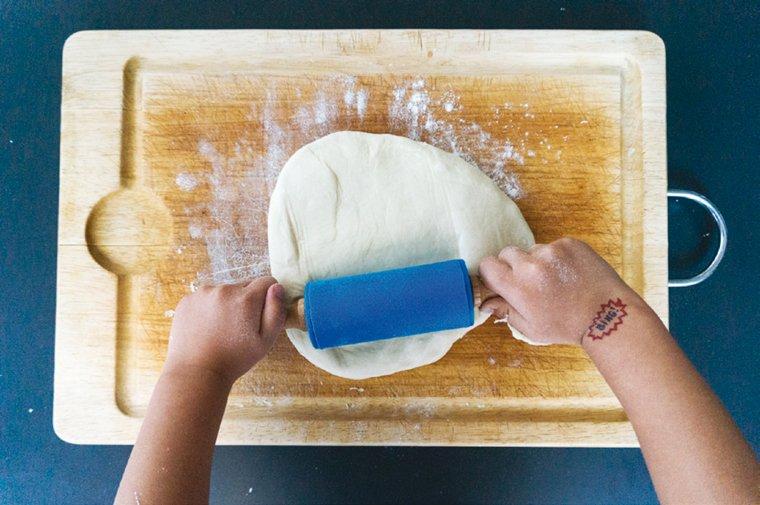 5 conseils pour cuisiner avec un jeune enfant chocolate - Cuisiner avec un blender ...