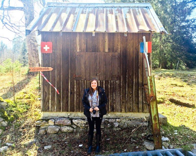 Anne Elder, pile à la frontière entre la France et la Suisse