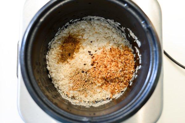 Riz, noix de coco et épices