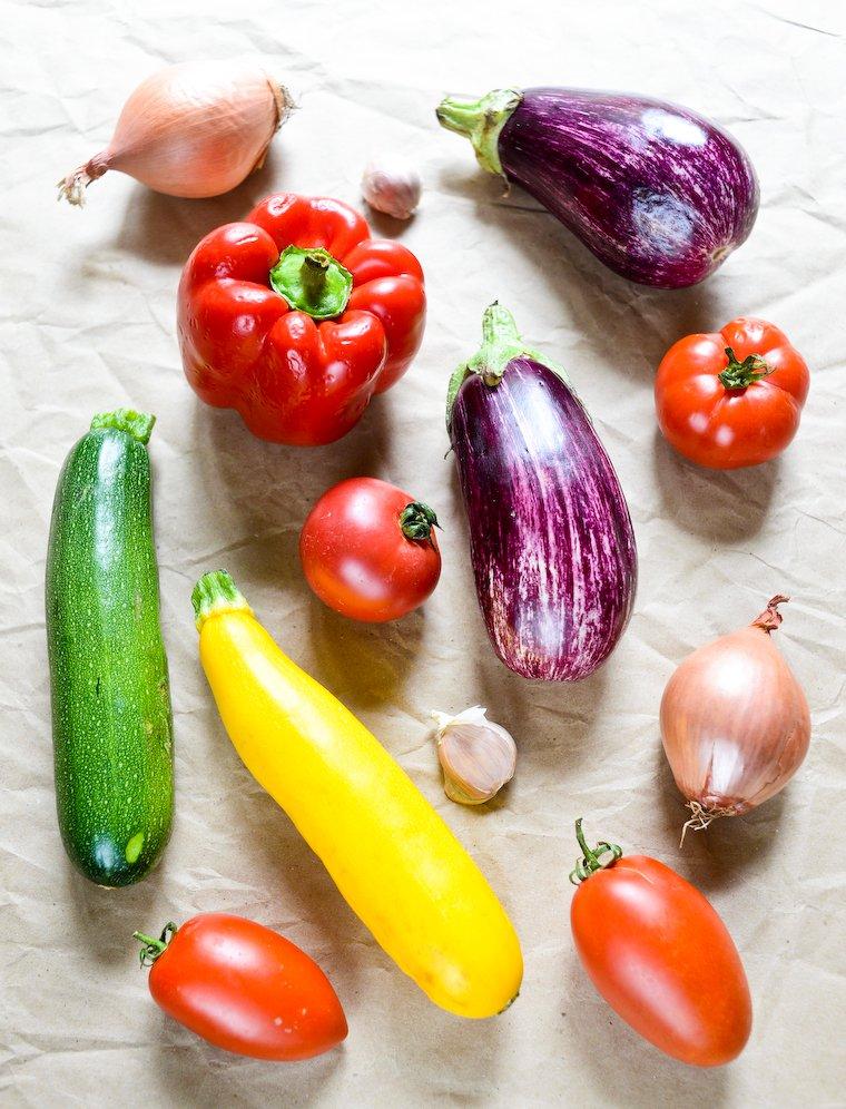 Légumes pour la ratatouille rôtie au four