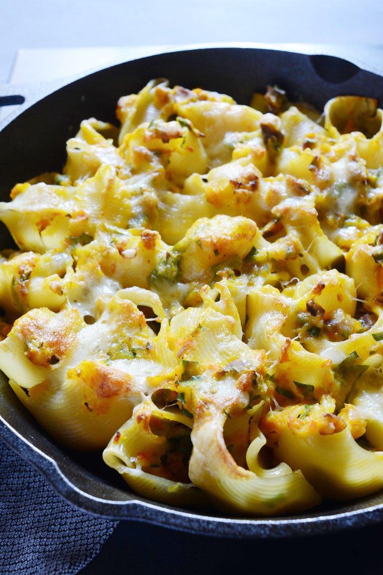 Lumaconi farcis, courge butternut et châtaigne: Closeup