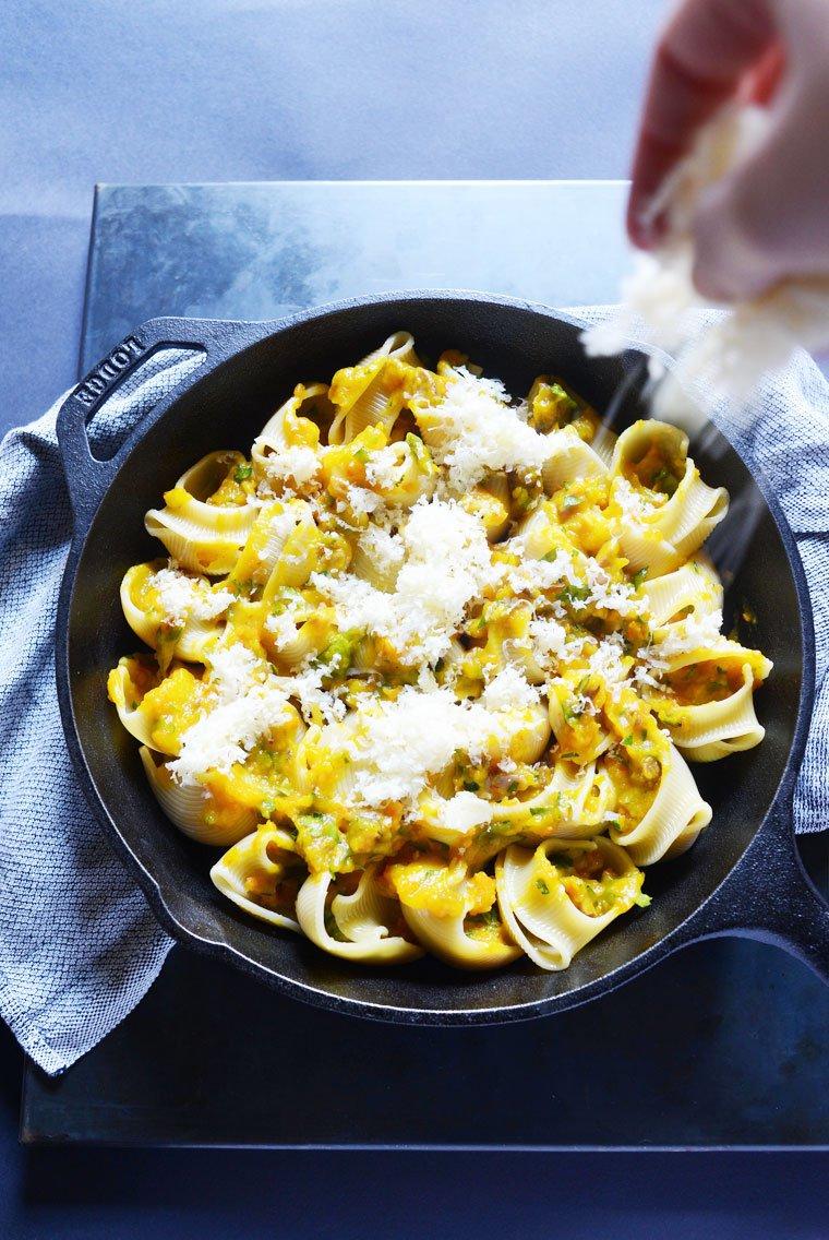 Lumaconi farcis, courge butternut et châtaigne: Saupoudrer