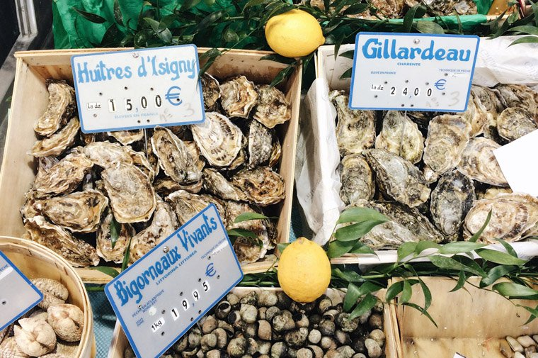 Les huîtres à la poissonnerie situé à la rue des Abbesses (Photo : Anne !)