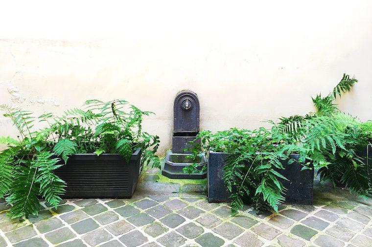 Fontaine dans une cour parisienne