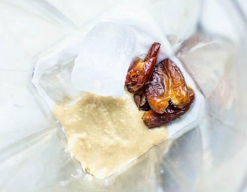 Smoothie noix de coco, dattes et tahini