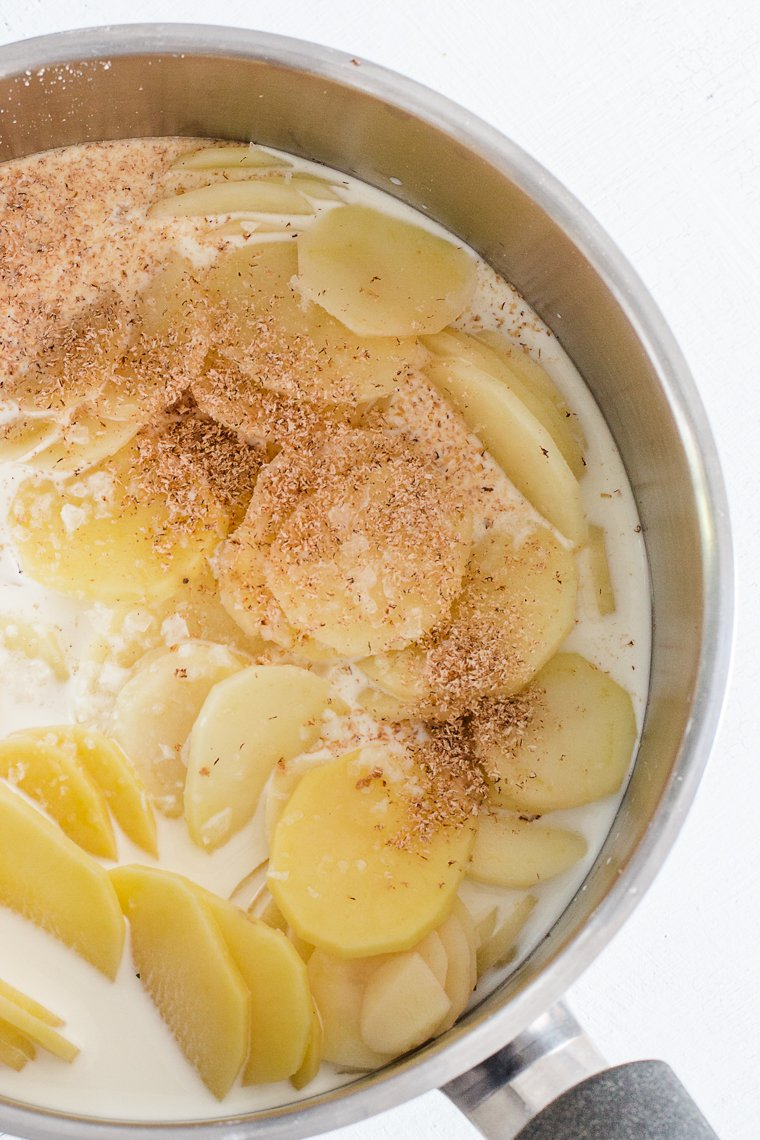 French Scalloped Potatoes (Gratin Dauphinois))