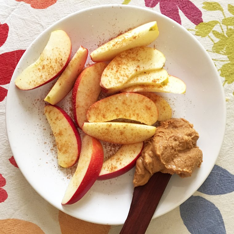 Apple with cinnamon and nut butter