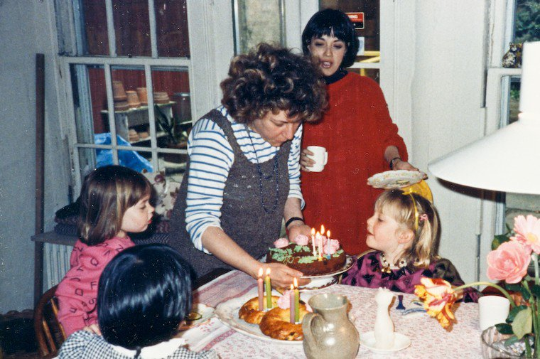 Laurie Colwin celebrating her daughter Rosa's 4th birthday in 1988.