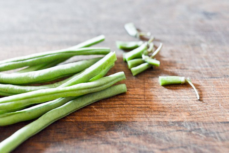 Green beans, stem-end snipped.