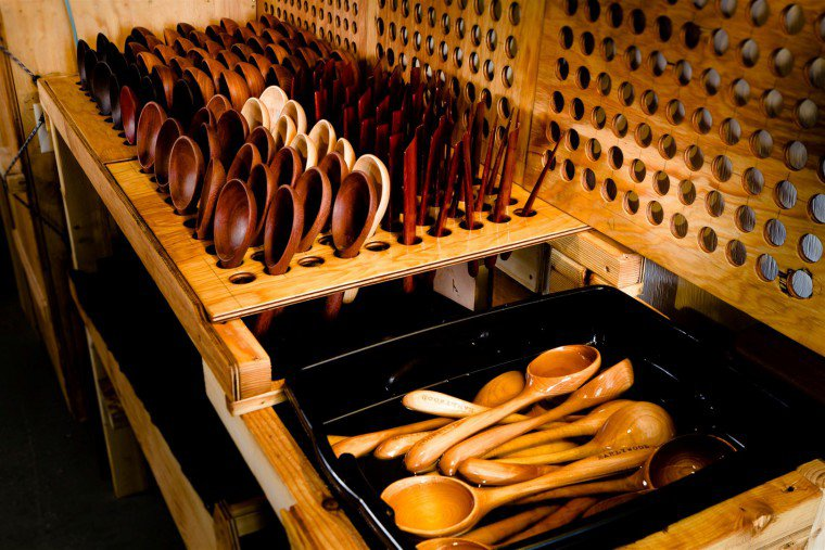 Earlywood utensils oiling and drying