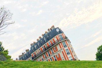 Sinking building on rue Lamarck